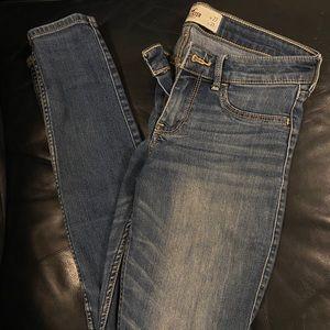 Loved on Hollister skinny jeans